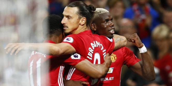 Paul Pogba et Anthony Martial félicitent Zlatan Ibrahimovic