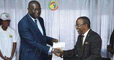 la-lonase-offre-un-cheque-de-20-millions-a-la-fsf