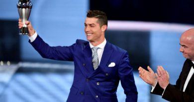 le-portugais-cristiano-ronaldo-remporte-le-prix-fifa-du-meilleur-joueur-de-lannee-2016