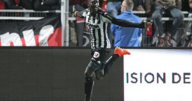 Angers 3-0 Guingamp , But de Famara Diedhiou