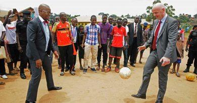 Le Président de la FIFA conclut une tournée de dix jours en Afrique