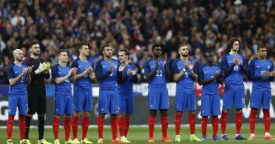 Le Stade de France a rendu hommage à Raymond Kopa avec une minute d'applaudissements