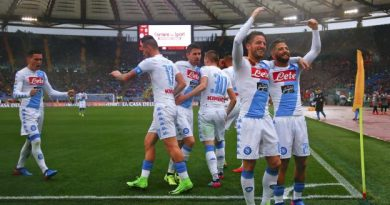 Naples revient à 2 points de l'AS Roma