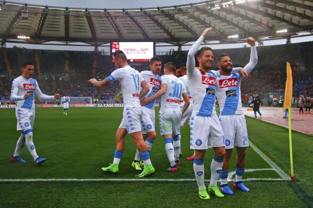 Naples revient à 2 points de l'AS Roma