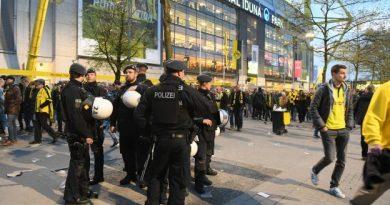 Devant le stade de Dortmund