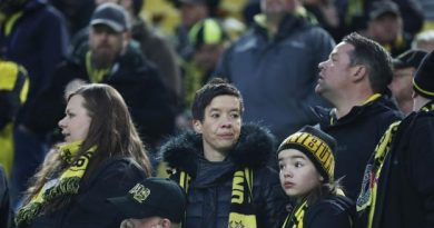 Les supporters de Dortmund dans l'attente avant le report du match