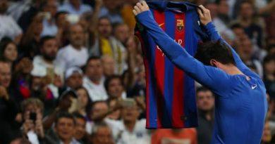 Lionel Messi présente ses hommages au public de Santiago-Bernabeu