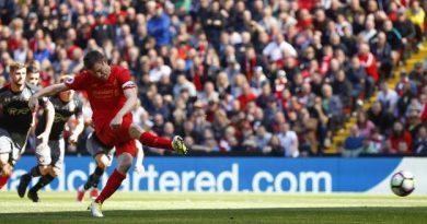 Forster a détourné sur sa droite le penalty frappé par Milner à la 66e minute