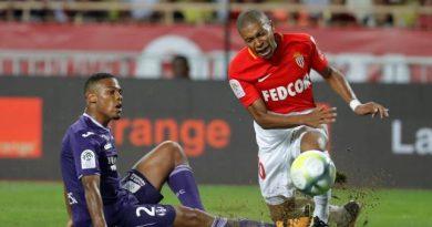 Kylian Mbappé s'est fait mal sur un tacle avec Kelvin Amian