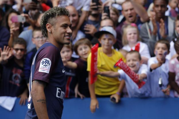 Neymar est titulaire à Guingamp
