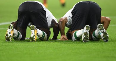 Sadio Mane and Mo Salah praying