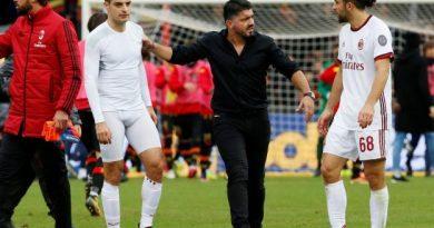 Gennaro Gattuso au milieu de ses joueurs