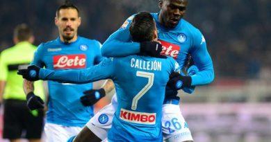 Kalidou Koulibaly, félicité ici par Callejon, a ouvert le score pour Naples