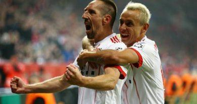 Franck Ribéry célèbre son but avec Rafinha