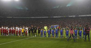 Iraq and Saudi Arabia's teams line-up prior to the start of the international friendly football match between Iraq and Saudi Arabia at the Basra Sports city stadium in Basra on February 28, 2018.  Iraq has not played full internationals on home turf ever since its 1990 invasion of Kuwait that sparked an international embargo. Iraq won the match 4-1 / AFP PHOTO / HAIDAR MOHAMMED ALI