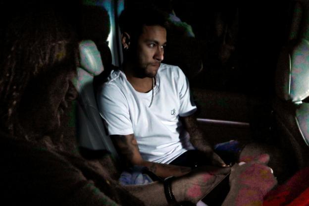 Neymar est arrivé à l'hôpital Mater Dei de Belo Horizonte