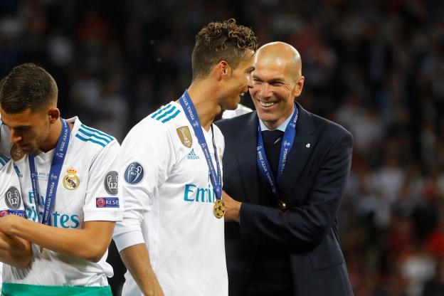 Zinédine Zidane à côté de sa star