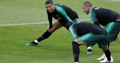 Cristinao Ronaldo en pleine séance d'étirements