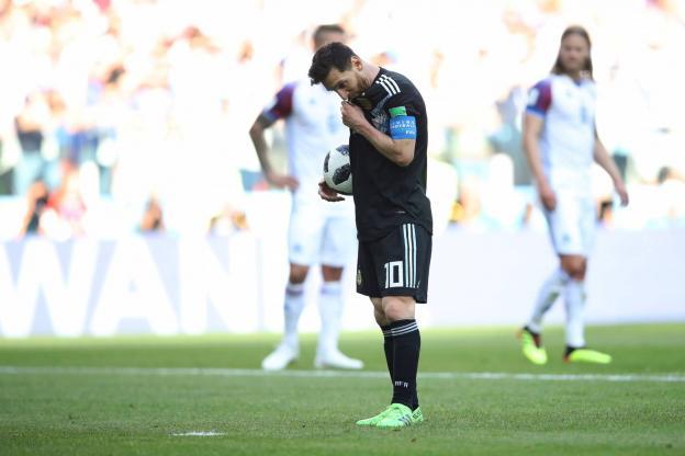Le penalty de Messi va être arrêté par Halldorsson