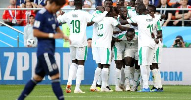 YEKATERINBURG, RUSSIA - JUNE 24:  Sadio Mane of Senegal celebrates with teammates after scoring his team's first goal during the 2018 FIFA World Cup Russia group H match between Japan and Senegal at Ekaterinburg Arena on June 24, 2018 in Yekaterinburg, Russia.  (Photo by Clive Rose/Getty Images)