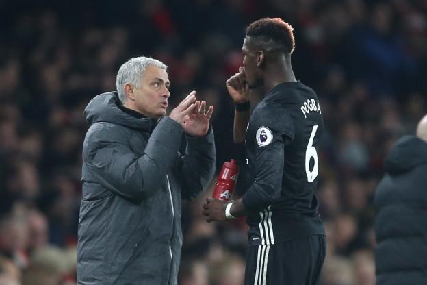 José Mourinho discute avec Paul Pogba