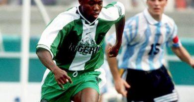 Emmanuel Amunike en action dans les années 1990