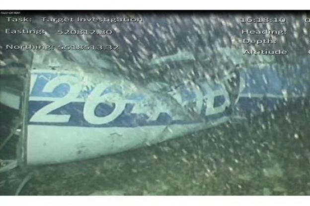 un corps repéré dans l'épave de l'avion