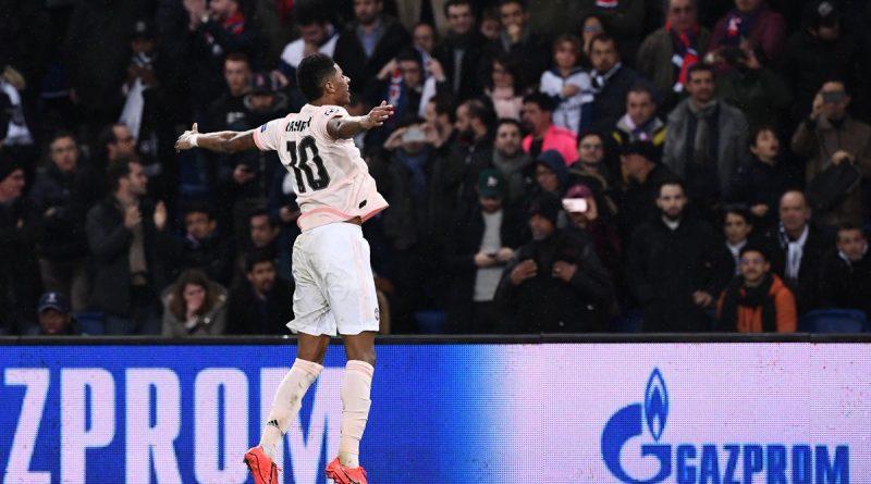 Manchester United bat le PSG et se qualifie pour les quarts