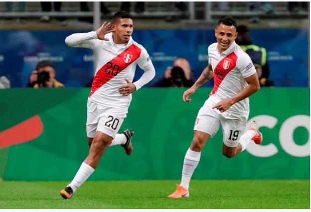 Le Pérou étouffe le Chili et rejoint le Brésil en finale