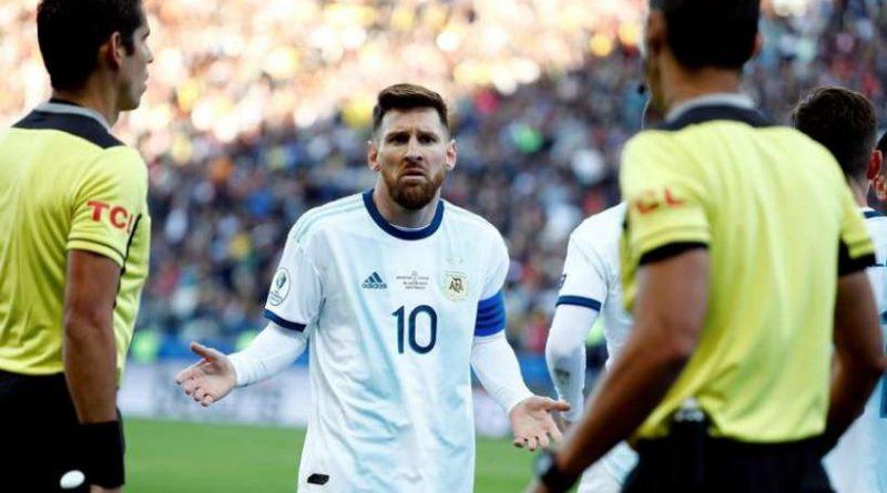 Lionel Messi lors de son exclusion pendant le match entre l'Argentine et le Chili