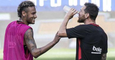 Neymar avec Messi lorsqu'il évoluait au FC Barcelone