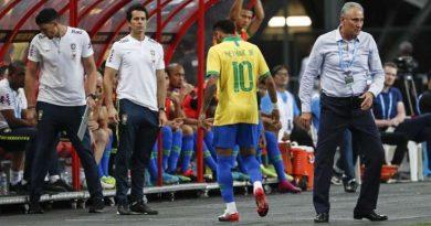 Neymar pourrait manquer un mois de compétition