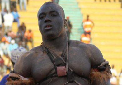 Lutte avec frappe : Victoire de Sa Thies devant Moussa Ndoye
