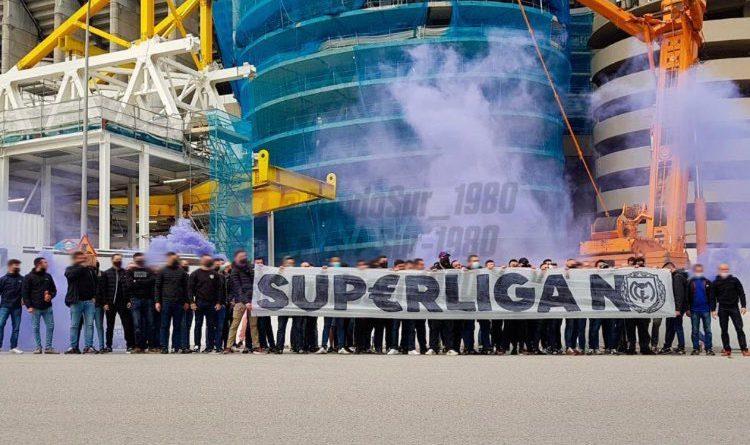 Super League : des supporters du Real Madrid manifestent devant Santiago Bernabéu